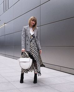 This month our columnist Lisa Aiken shares her best contemporary fashion brands—see her top picks here. Business Attire, Contemporary Fashion, Who What Wear, Foto E Video, Fashion Brands, Branding Design, Lisa, Street Style, Style Inspiration