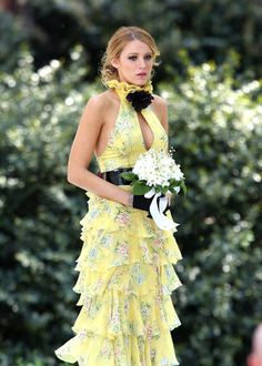 Serena (Season 1, Episode 18)  For her mother's wedding to Bart Bass, Serena wears a hot-off-the-runway Ralph Lauren dress (and ill-advised black gloves). 'Gossip Girl' Series Finale: A Look Back At The Fashion From All 6 Seasons (PHOTOS)