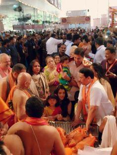 Aishwarya attends Ganeshotsav celebrations in Mumbai with daughter Aaradhya!