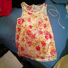 NWOT Forever 21 floral tank top! Cute for summer! Never been worn Forever 21 Tops Tank Tops