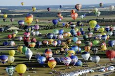 French Hot Air Balloon Festival Breaks Two Records (PHOTOS)
