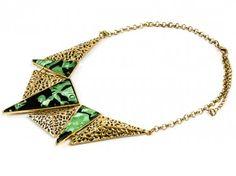 Złoty naszyjnik z malowaną blaszką - zielony Sprawdź więcej na www.carlena.pl