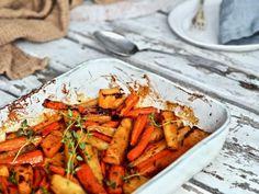 Karamellisoidut uunijuurekset — Peggyn pieni punainen keittio Carrots, Vegetables, Food, Essen, Carrot, Vegetable Recipes, Meals, Yemek, Veggies