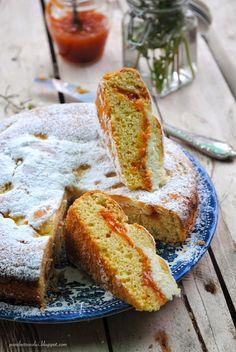 Pane, burro e alici: Torta morbida ripiena di marmellata e ricotta