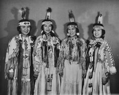 White Wolf : Rare Photos Show The Fascinating Beauty Of The Yakama Native Women Native American Images, Native American Regalia, Native American Symbols, Native American Beauty, Native American History, Photos Rares, White Wolf, Native Indian, Rare Photos