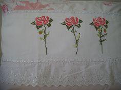 Colcha de cama casal bordada em ponto cruz