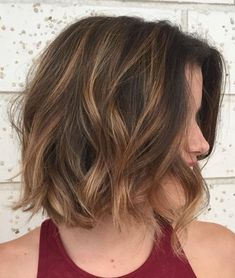 60 Beautiful and Convenient Medium Bob Hairstyles Messy Brunette Bob with Caramel Balayage Bobs For Thin Hair, Wavy Bobs, Blonde Bobs, Short Bobs, Wavy Bob Haircuts, Medium Bob Hairstyles, Cool Hairstyles, Japanese Hairstyles, Haircut Bob