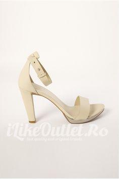 Sandale bej deschis - COS Cos, Heeled Mules, Heels, Fashion, Heel, Moda, Fashion Styles, Shoes Heels, Fasion