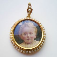 Antique Victorian 15ct Gold Circular Photo Locket with Pearl set Surround & Bail