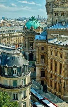 De Opéra Garnier van buiten, het grootste Operagebouw ter wereld. Nu vooral in gebruik voor ballet.