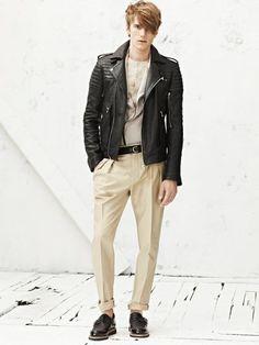 Como todo en esta vida depende del estilo que tengamos, pero bien es cierto que algunas prendas resultan mucho más sencillas de combinar que otras...