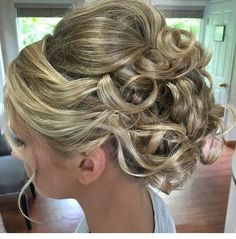 Half Up Half Down Wedding Hairstyle, Beautiful flowy hair is constantly a fantastic try to find a wedding as it goes well with any kind of gown, formal or casual. This hairdo is beautiful with straight, wavy or frizzy long hair. Wavy Wedding Hair, Elegant Wedding Hair, Wedding Hair And Makeup, Bridal Hair, Updos For Medium Length Hair, Medium Hair Styles, Short Hair Styles, Homecoming Hairstyles, Wedding Hairstyles