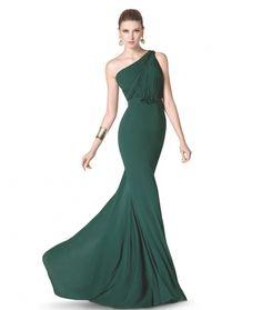 ESCOTE ASIMÉTRICO Elegante diseño en verde botella con escote asimétrico y cintura entallada