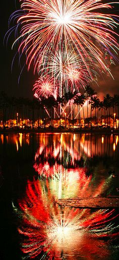 Fireworks offshore ala moana beach park, Honolulu, Hawaii, would love to be here on the of july. Fireworks and Hawaii, possibly the best combination ever! Beautiful World, Beautiful Places, Ile Saint Louis, Fire Works, Into The Fire, Honolulu Hawaii, Hawaii Usa, Oahu, Belle Villa