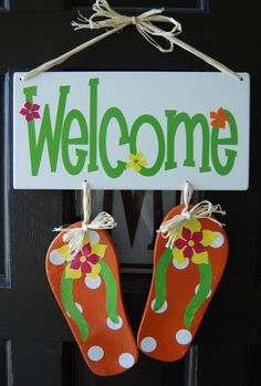 Burton Avenue: Flip Flop Welcome Sign - Burton Avenue: Flip Flop Welcome Sign Beach Crafts, Summer Crafts, Wood Crafts, Diy And Crafts, Flip Flop Craft, Craft Projects, Projects To Try, Flip Flop Wreaths, My Pool