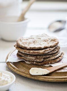 Helpot jogurtti-ruisrieskat   K-Ruoka #leivonta Savoury Baking, Vegan Baking, Salty Foods, No Salt Recipes, Delicious Sandwiches, Sweet And Salty, Sweet Desserts, Creative Food, Food Plating