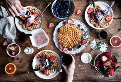 . Oatmeal Smoothies, Dark Food Photography, Dermalogica, Fox Food, Good Morning Breakfast, Flat Lay, Beautiful, Dessert Bread, Food Inspiration