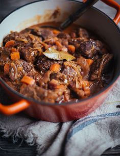 This Carbonnade Flamande is really good. The proof, it has been tested and approved by two French friends who are from the Pas-de-Calais! Souper Bowl, Confort Food, Roasted Meat, Calais, International Recipes, Meat Recipes, Chefs, Stew, Mousse