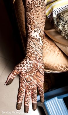 Intricate bridal mehndi art. http://www.maharaniweddings.com/gallery/photo/98563