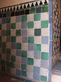 Tiles wall, Alhambra, Granada, Spain Roof Tiles, Wall Tiles, Easy Mosaic, Traditional Tile, Granada Spain, Antique Tiles, Spanish Tile, Tuscan Style, European Style