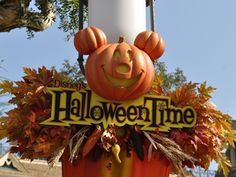 The ultimate planning resorce for a Disney Halloween at the Disneyland Resort in California Disneyland Vacation, Disneyland California, Disney World Vacation, Disney Vacations, Disney Trips, Disney Parks, Disneyland 2015, Walt Disney, Halloween Images