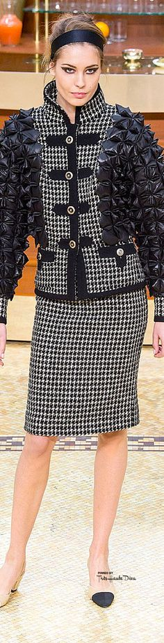 #PFW Chanel Fall 2015 RTW ♔THD♔ Chanel Outfit, Chanel Fashion, Runway Fashion, High Fashion, Fashion Show, Fashion Design, Coco Chanel, Chanel 2015, Dolce & Gabbana