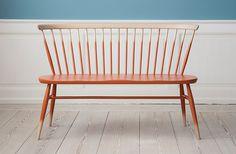 Den klassiske Windsor Chair og den gode FDB-stol har ikke levet forgæves - tremmerne topper nemlig igen og vi har luret på nettet efter de n...