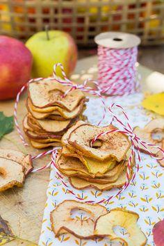 Simply make apple rings yourself - Essen - Chips Diy Rings Easy, Nutella Muffins, Vintage Birthday Parties, Apple Rings, Veggie Chips, Diy Advent Calendar, Food Items, Yummy Snacks, Diy Food