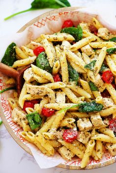 Chicken Pesto Pasta Salad has layers of amazing Italian flavors. This pasta salad is crazy delicious and so quick to make! It is my go-to dish for barbecues and picnics. Chicken Pesto Pasta Salad, Pasta Salad With Spinach, Pizza Pasta Salads, Caesar Pasta Salads, Pasta Salad Recipes, Pesto Salad, Pasta Dishes, Lunch Lady Brownies, Teriyaki Chicken Casserole