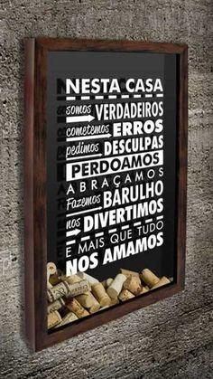 Quadro para Rolhas - Nesta casa... Decorating Your Home, Interior Decorating, Ideas Vintage, Nesta Casa, Diy Bar, Light Of Life, Cork Crafts, Shadow Box, Decoration