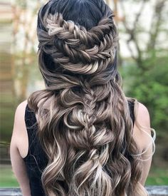 Updo Hairstyle Golden Chestnut - Curls Version - Blonde toned quickly with chestnut base color fading into bright honey blonde on the ends. Prom Hairstyles For Short Hair, Formal Hairstyles, Vintage Hairstyles, Braided Hairstyles, Blonde Hairstyles, Updo Hairstyle, Braided Updo, Hairstyle Ideas, Hair Ideas