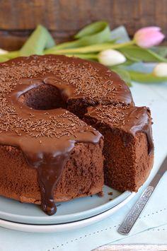 Angel food cake and cherries make this heavenly Angel Easter Dessert a holiday favorite. Sweet Desserts, Sweet Recipes, Cake Recipes, Dessert Recipes, Fudge Cake, Brownie Cake, Almond Paste Cookies, American Cake, Custard Cake