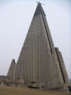 45-superbes-endroits-abandonnes-2-ryugyong_hotel