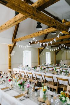 Real wedding: bohemian rustic - Rustikale bohemian Hochzeit in einer Scheune mit Trauung im Freien! Tischdeko mit Wiesenblumen - Tischnummern, Menükarten und Gastgeschenke im einheitlichen Design. weiße Girlanden an den Holzbalken. // Rustic bohemian wedding in a barn with outdoor ceremony! Table decoration with field flowers - escord & menue cards and guests favour in uniform design. White girlands at wooden beams.  www.anna-veranstaltet.de