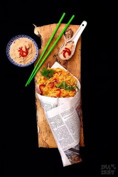 Indonesian European Streetfood - Nudelpuffer mit Erdnuss-Paprikasambal /// Noodle Cakes with peanut sambal