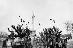 [Soviet troops celebrating the victory in the ´Great war for the Fatherland' aboard their tanks in front of the Siegessäule, the Prussian Victory Column at Berlin Tiergarten, May During the Soviet Army, Soviet Union, Ww2 Tanks, Red Army, Pearl Harbor, Historical Pictures, Military History, World War Two, Wwii
