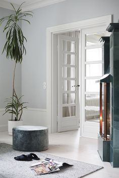 Feeling super excited this morning as I'm off to Helsinki this afternoon for Finland's largest design fair - Habitare along with . - July 27 2019 at Living Room Modern, Home Living Room, Living Spaces, Grey Interior Doors, Indoor Barn Doors, White Lounge, Easy Home Decor, Apartment Interior, Windows And Doors