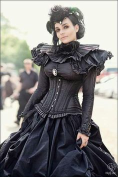 Somewhere at the intersection of goth, steampunk and rococo punk. Steampunk Mode, Viktorianischer Steampunk, Steampunk Clothing, Steampunk Fashion, Victorian Fashion, Gothic Fashion, Victorian Gothic, Emo Fashion, Fashion Clothes