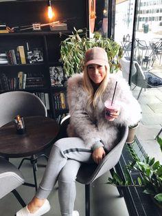 Mine Oslo-favoritter : Spisesteder Oslo, Fur Coat, Jackets, Fashion, Down Jackets, Moda, La Mode, Fasion, Fashion Models