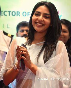 Malayalam Actress, Indian Beauty Saree, Dimples, The Selection, Actresses, Actors, Beautiful Saree, Sober, Desi