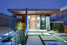 World of Architecture: 30 Modern Entrance Design Ideas for Your Home Modern Front Yard, Modern Entrance, Modern Entry, Entrance Design, House Entrance, Modern Spaces, Small Entrance, Modern Homes, Houses Architecture
