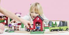 BRIO 33790 - Circuito tren de madera con establo y muñecos, IndalChess.com Tienda de juguetes online y juegos de jardin