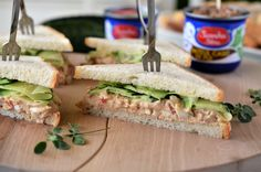 Sandwich aperitiv Breakfast Ideas, Sandwiches, Picnic, Toast, Food, Morning Tea Ideas, Essen, Picnics, Meals