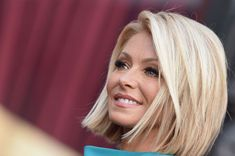 Kelly Ripa is honored with a star on the Hollywood Walk of Fame on October 2015 in Hollywood, California. Medium Hair Styles, Short Hair Styles, Short Hair Cuts, Bob Hair Cuts, Choppy Bob Hairstyles For Fine Hair, Hair 2018, Great Hair, Hair Today, Hair Dos