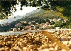 Baška Voda, Chorvatsko 2000 http://jhrdy.webgarden.cz/rubriky/chorvatsko-2014/nase-plaz-baska-voda-2014