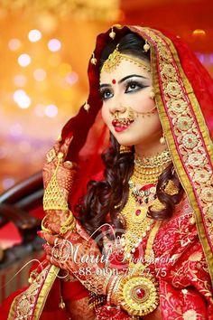 My Shaadi Obsession: Photo Indian Wedding Couple Photography, Indian Wedding Bride, Desi Wedding, Bridal Photography, Indian Weddings, Wedding Ceremony, Desi Bride, Bengali Bride, Indian Bridal Photos