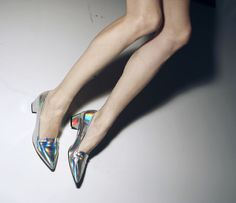 Hologram shoes from Jonathan Saunders Spring 2013 Crazy Shoes, Me Too Shoes, Sock Shoes, Shoe Boots, Shiny Shoes, Metallic Shoes, Jonathan Saunders, Kinds Of Clothes, Hologram