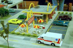 Southland Model Train Show Restaurant Row. (Chicago Rail Head) Tags: restaurant hogauge mainstreet everykindoffranchise fastfood modelrailroadscenery modelrailroad railroadtown modeltrainshow goldenarches drivein mcdonnells