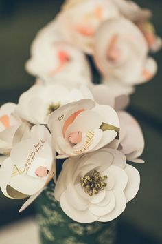 Flores de papel, por Pinga Amor Four Seasons Hotel, Place Cards, Place Card Holders, Table Decorations, Fun, Home Decor, Party, Amor, Paper Flowers