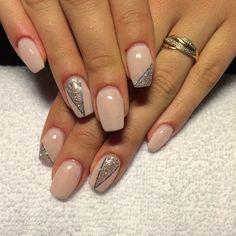 #nails #naglar #naglarnynäshamn #nailstagram #nailtech #nagelteknolog #nagelterapeut #gelnails #gelenaglar #gele #nudenails #naturellanaglar #milkypink #mjölkrosa #silver #glitter #stripes #nailstripes #scratchofsweden